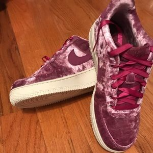 BRAND NEW Nike Air Force 1 (GS),Tea Berry Y SZ 6.5